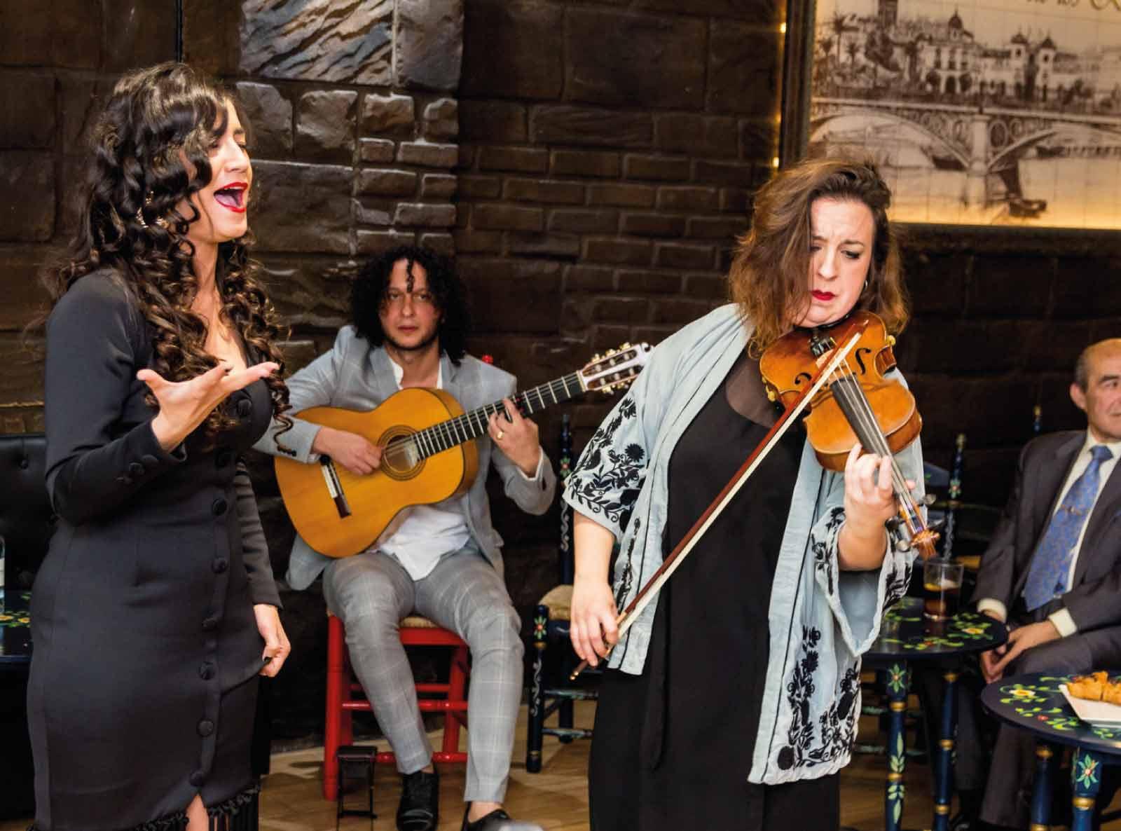 A Través Show En Tablao Flamenco En Sevilla Lola De Los Reyes