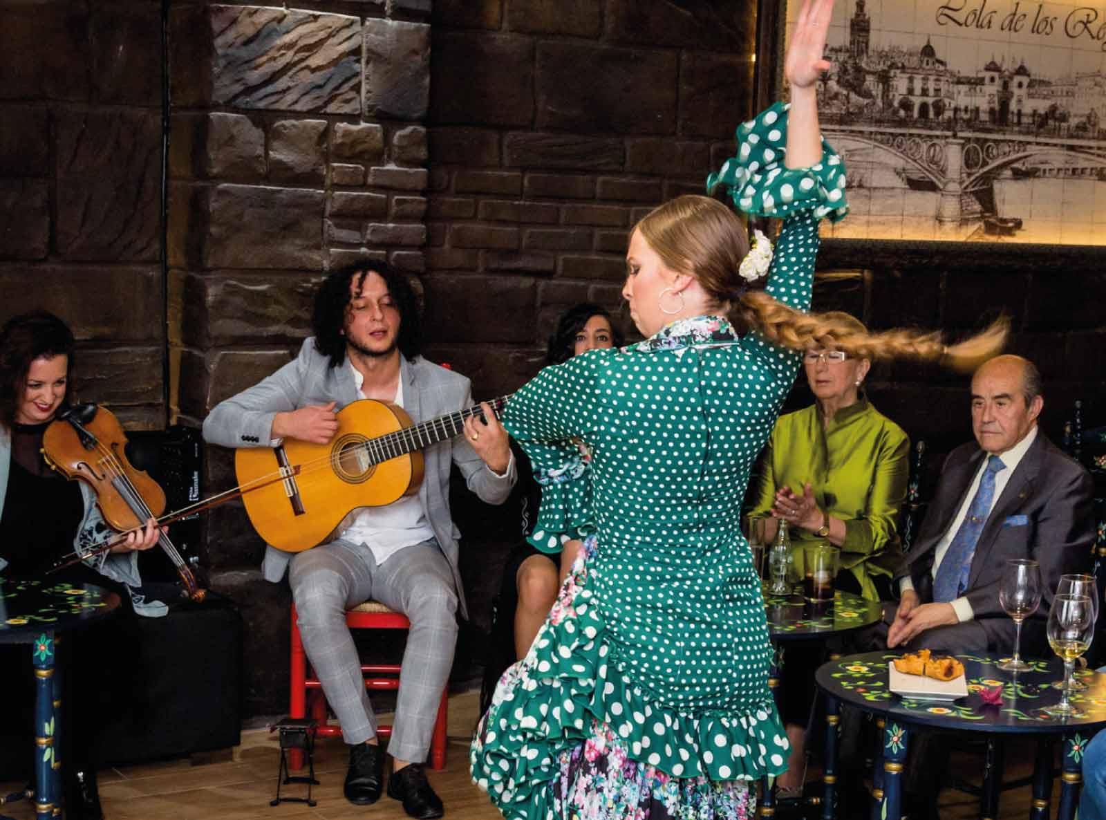 A Través Del Flamenco Tablao Flamenco En Sevilla Lola De Los Reyes
